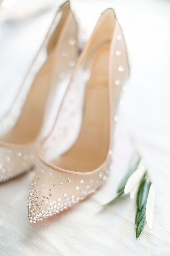 ac32004e7f8056 Любі наречені, ми бажаємо Вам щастя та кохання, а від Вашого взуття  залежить лише Ваш настрій у весільний день. Цілуємо, любимо, Ваша  #AstoriaFamily